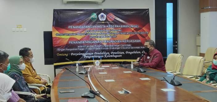 Penandatanganan MoU antara Pengadilan Negeri Gorontalo dan Fakultas Hukum Universitas Negeri Gorontalo